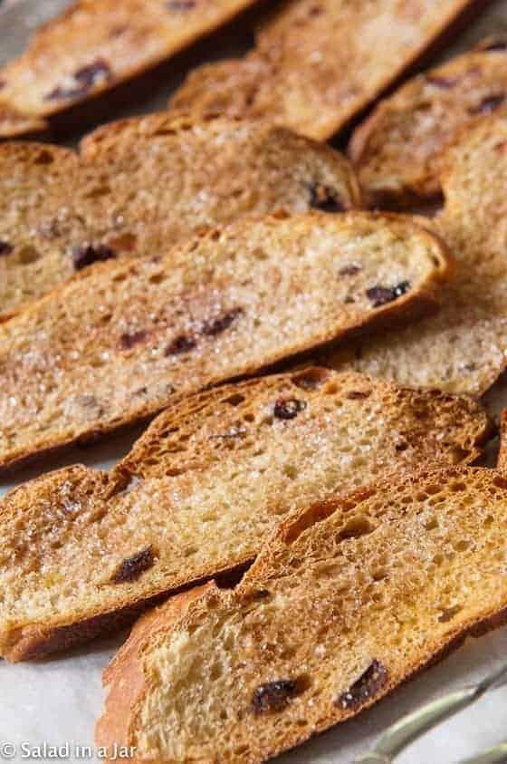 Cinnamon Crispy Toasts: How To Recycle Homemade Bread