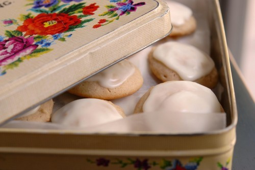 SOFT CINNAMON COOKIES WITH BROWNED BUTTER ICING in metal tin container
