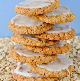 hewy oatmeal cookies, coffee icing, frosted, easy, recipe, cookies, parties, favorite