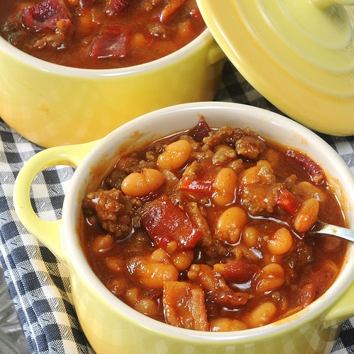 HEARTY BAKED BEANS - in small bowls