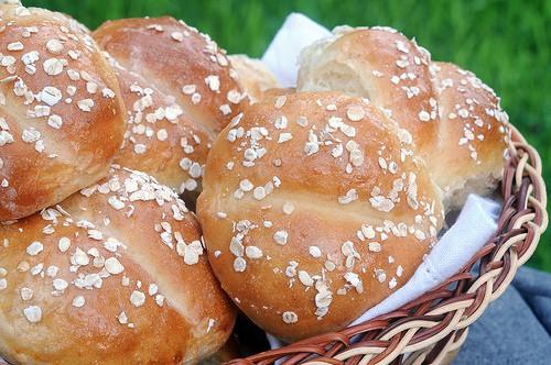 HONEY-OATMEAL DINNER ROLLS--in a basket