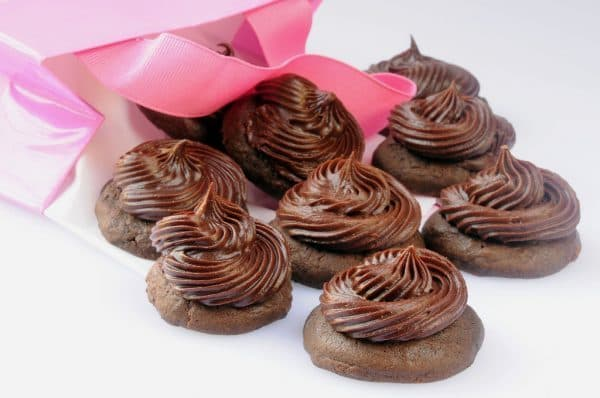CHOCOLATE CUPCAKE TOPS
