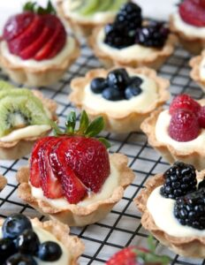 FRUIT AND CREAM MINI-TARTS - assortment