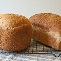 Bread from machine compared to hand-kneaded bread