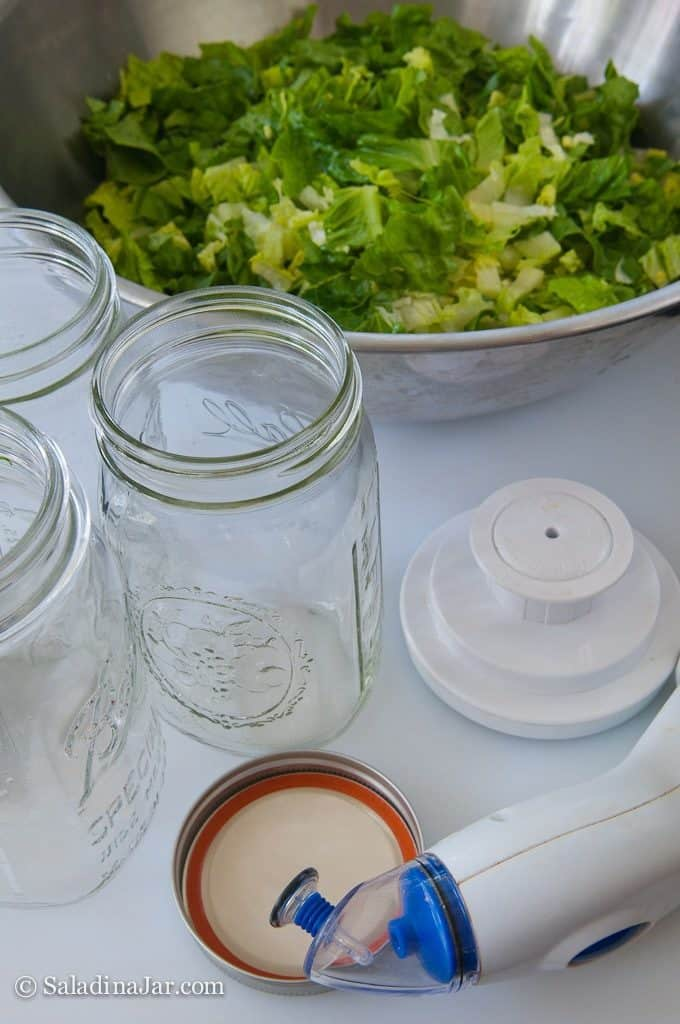 Vacuum-pack Lettuce to Prolong Freshness--empty Mason jars