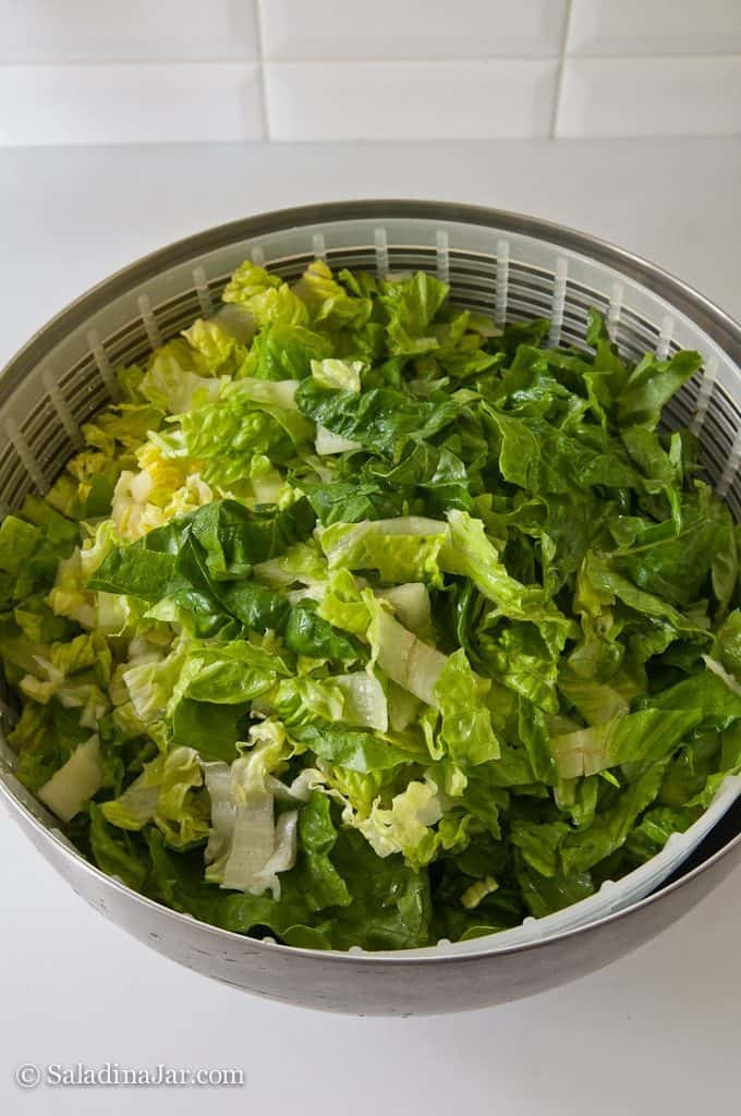 Vacuum-pack Lettuce to Prolong Freshness--lettuce in spinner