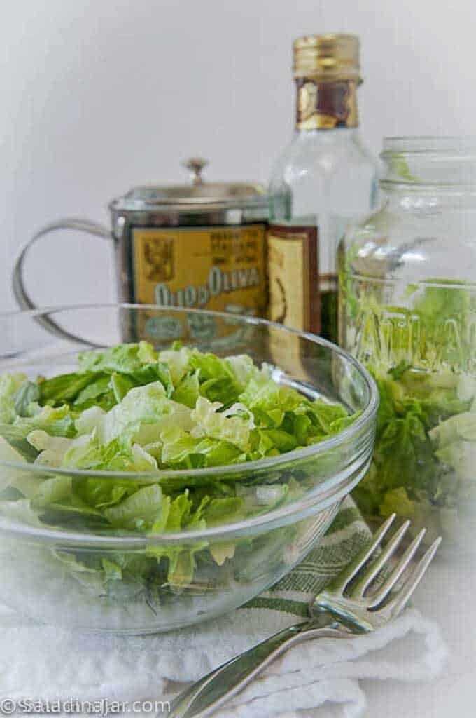lettuce that was vacuum-sealed in a repurposed spaghetti sauce jar 8 days ago. no brown edges