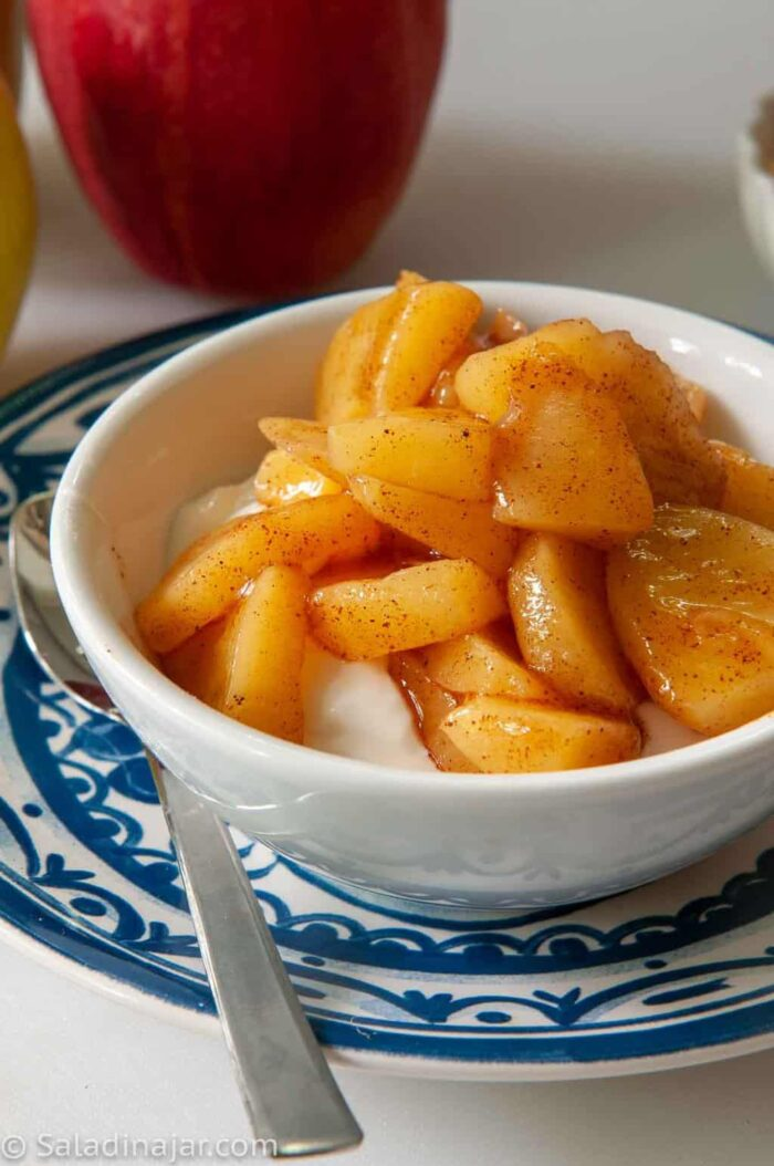 microwave apples with cinnamon cooked in a bag or a bowl
