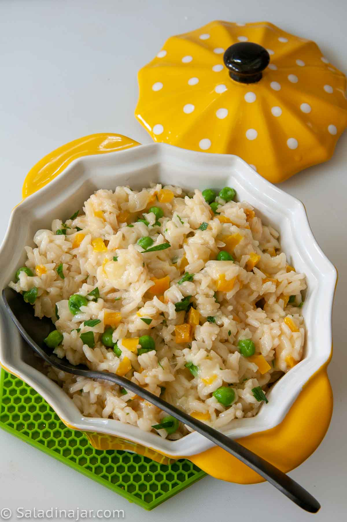 Ready-to-eat Rice and Cheese with Peas in a serving bowl