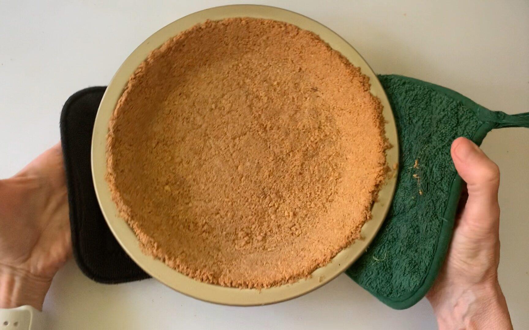baked graham cracker pie shell